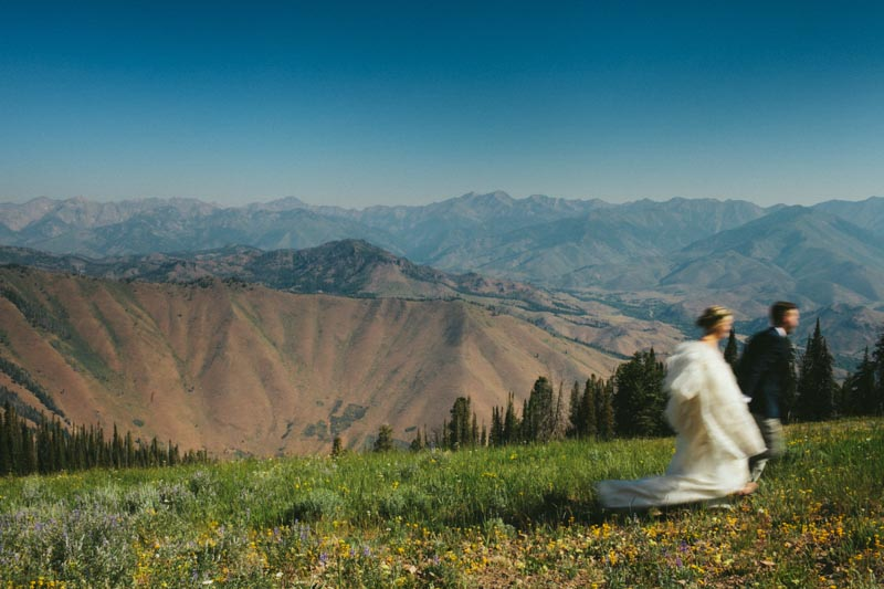 mountain wedding photo bride and groom