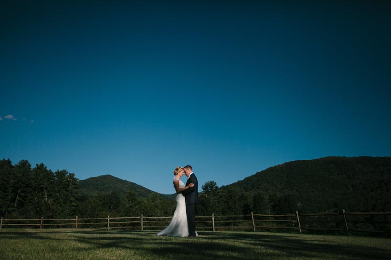 bride and groom country blue sky